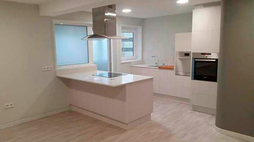 Renueva tu encimera y dale nueva vida a tu cocina for Tipos de marmol para cocina